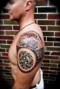 Amazing-Celtic-Tattoo-On-Shoulder-201x300